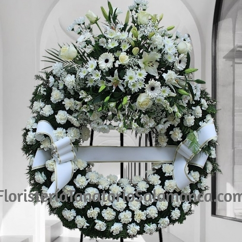 Corona para funeral elaborado con clavel blanco especial para tanatorios