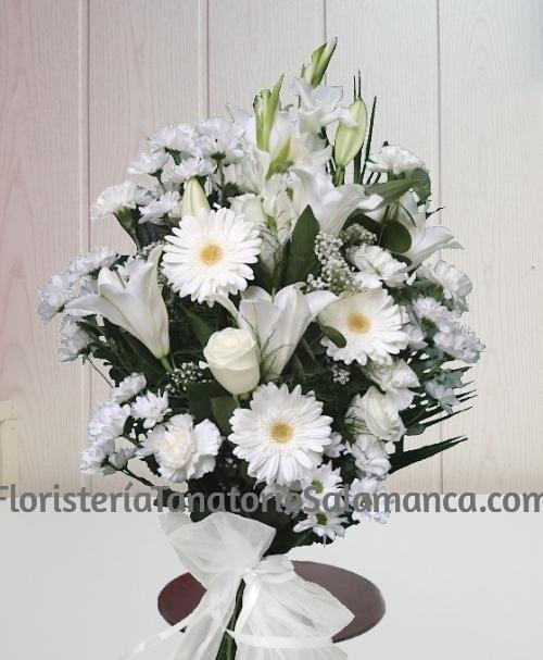 Ramo funerario blanco con envio urgente para tanatorios de Salamanca