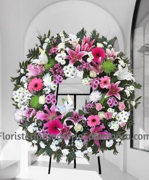 Corona funeraria flor variada especial para tanatorios de Salamanca