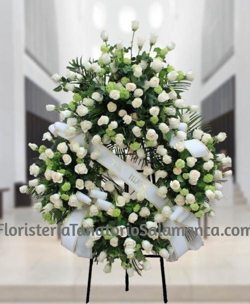 Corona de rosas blancas para Salamanca